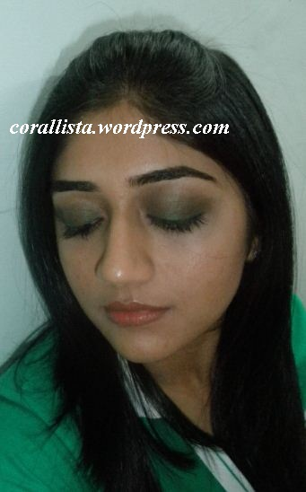 Soft green smokey eye
