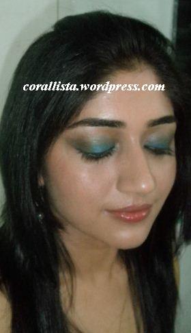 How to Wear Blue Eyeshadow